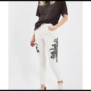 TOPSHOP MOTO Distressed Jamie Embroidered Jeans